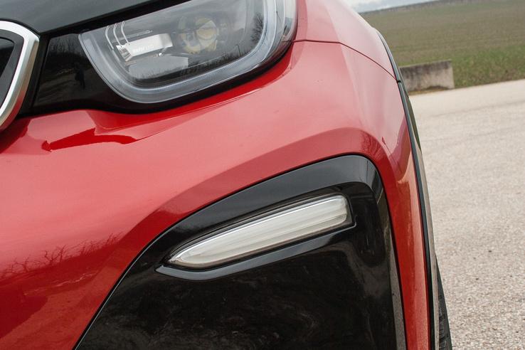 Új formájú lámpák, sportosabb lökhárító – előbbi a facelift, utóbbi az S-modell sajátossága