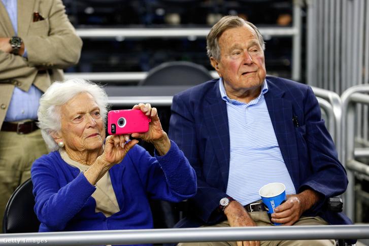 Barbara Bush és George H.W. Bush (2015)