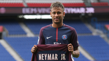 Neymar leköpte a Paris Saint-Germaint