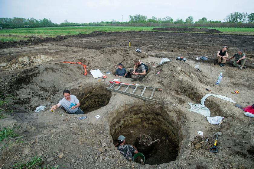 Emberi maradványokat találtak az egykori hulladéktárolóban: fotók a helyszínről