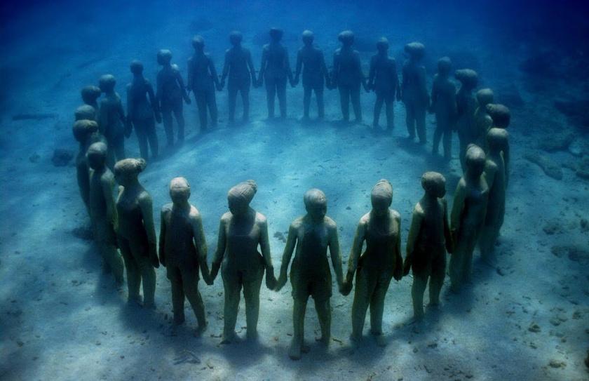 Cancúnban van egy víz alatti múzeum, melyhez nem árt, ha rendelkezel némi búvártapasztalattal. Cserébe viszont négyszáz szobrot is megcsodálhatsz.