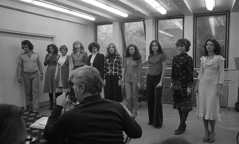 Kristyán Judit - jobbról a negyedik - az Állami Artistaképző Intézet manökenjelöltjeinek felvételi vizsgáján 1979-ben.