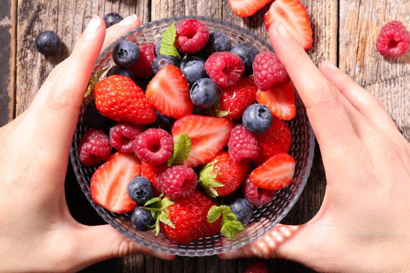 A piros gyümölcsök, az áfonya, a ribizli, a galagonya vagy a szeder érvédő flavonoidokat, antociánt tartalmaznak. A bennük levő C-vitamin segíti a vas felszívódását.