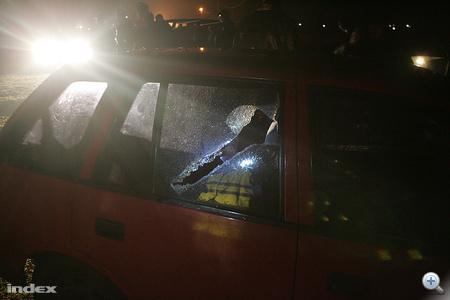 Nagy Imre, Sajóbábony polgármestere úgy tudja, hogy romák megfenyegették Bencs Gábort, a helyi Jobbik vezetőjét is. A Borsod Online információi szerint ezért akart vasárnap délután Sajóbábonyban demonstrálni az Új Magyar Gárda, akik ellen a helyi romák baltákkal felfegyverkezve tiltakoztak. Bencs Gábor azt mondta, hogy 30-40 roma összetörte egy autó szélvédőjét. Azt állítja, hogy ők nem provokálták a helyi kisebbséget.