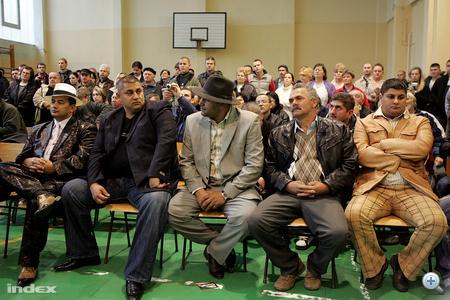 Az eseményre meghívtak néhány roma vezetőt.