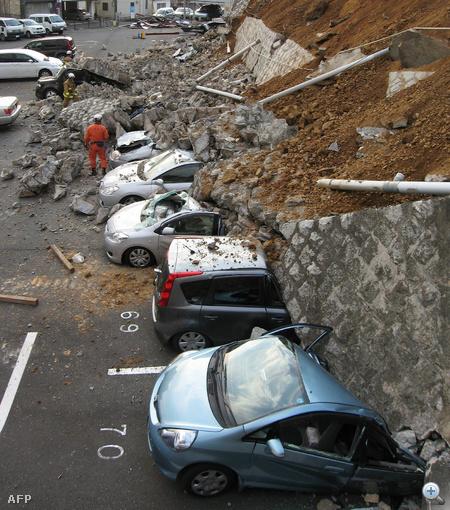 """A földrengés és a cunami mellett újabb veszélyforrásról érkezett jelentés Japánból. Egy twitelő szerint a hegyekben földcsuszamlások voltak. """"Nincs biztonságos hely Japánban"""" - írta."""