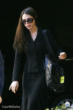 Oksana Grigorieva 2010. őszén a bíróságra menet