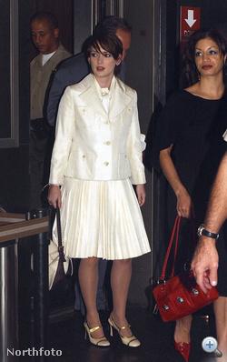 Winona Ryder 2002-ben a bíróságon, fehérben