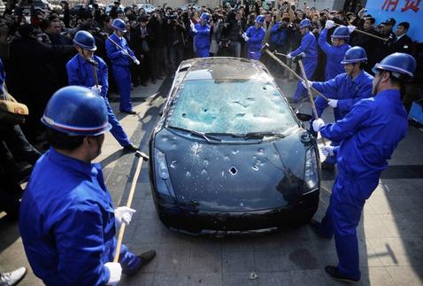 pb-110315-smash-car-da-01.photoblog900