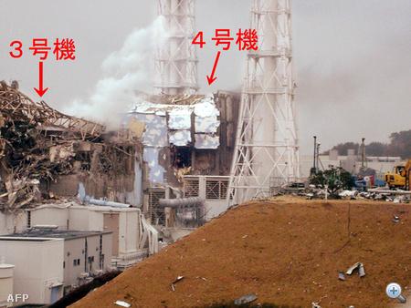 A Tepco képén látható a fukusimai atomerőmű megsérült hármas és négyes blokkja. A négyes blokk kétszer is kigyulladt rövid időn belül
