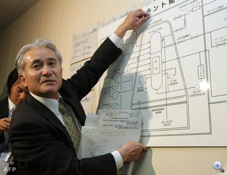 TEPCO szakértő mutatja be a fukusimai erőmű felépítését egy sajtótájékoztatón