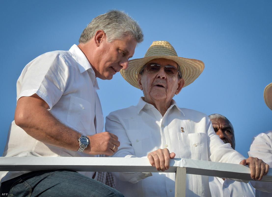 Míguel Díaz-Canel és Raúl Castro a 2016. május elsejei felvonuláson