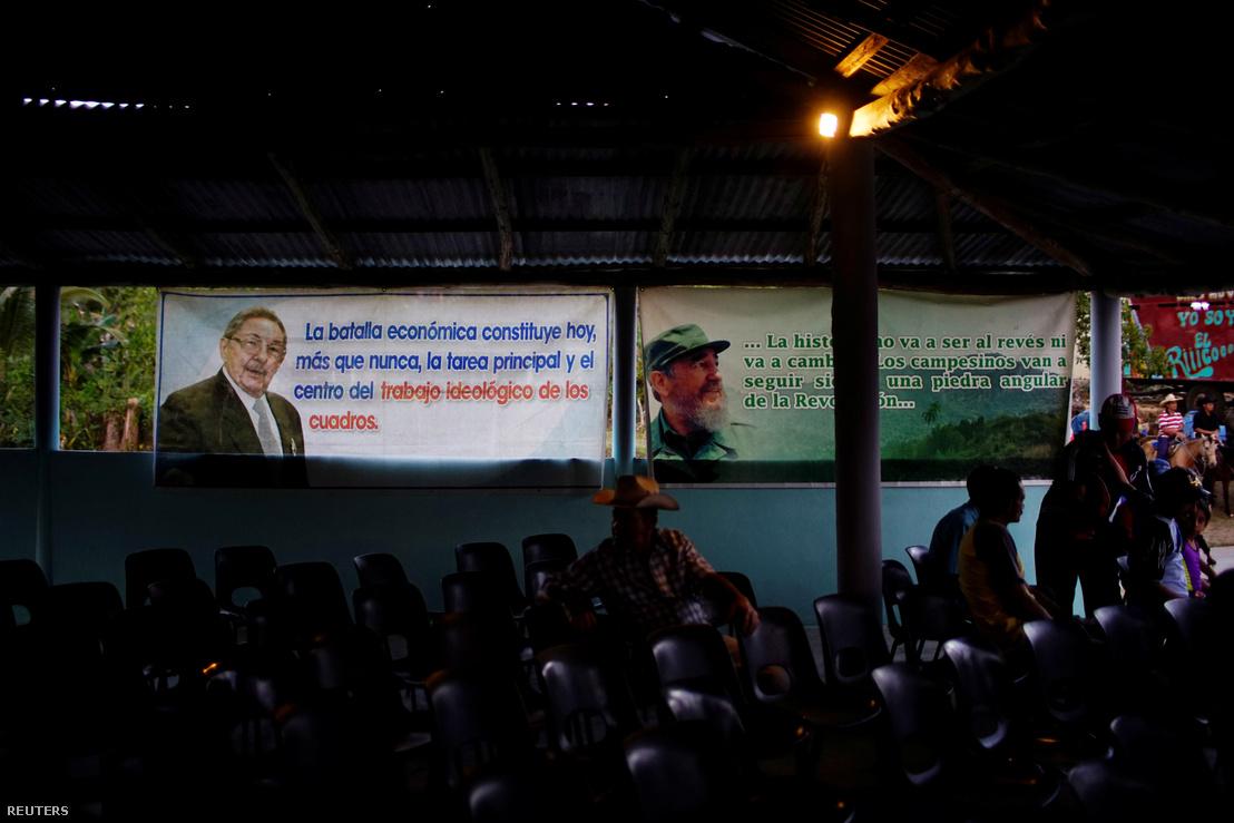 Raúl és Fidel Castro kubai posztereken