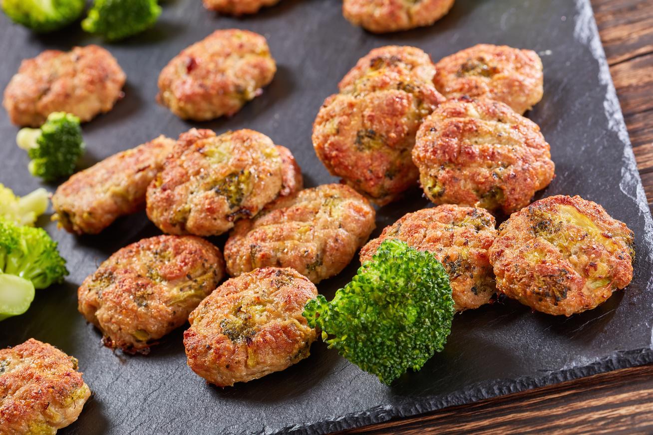 Brokkolis csirkefasírt a sütőből: így jóval kevesebb benne a kalória