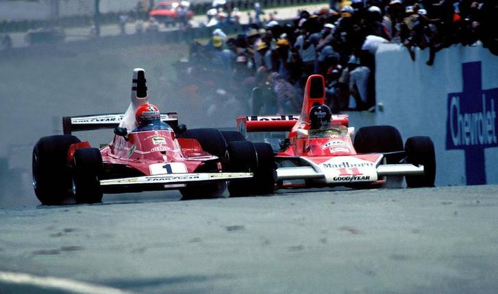 Lauda (balra) és Hunt feszül egymásnak az amerikai nagydíjon