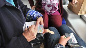 16 ezer forintra büntettek egy lányt, mert a buszon fagyizott