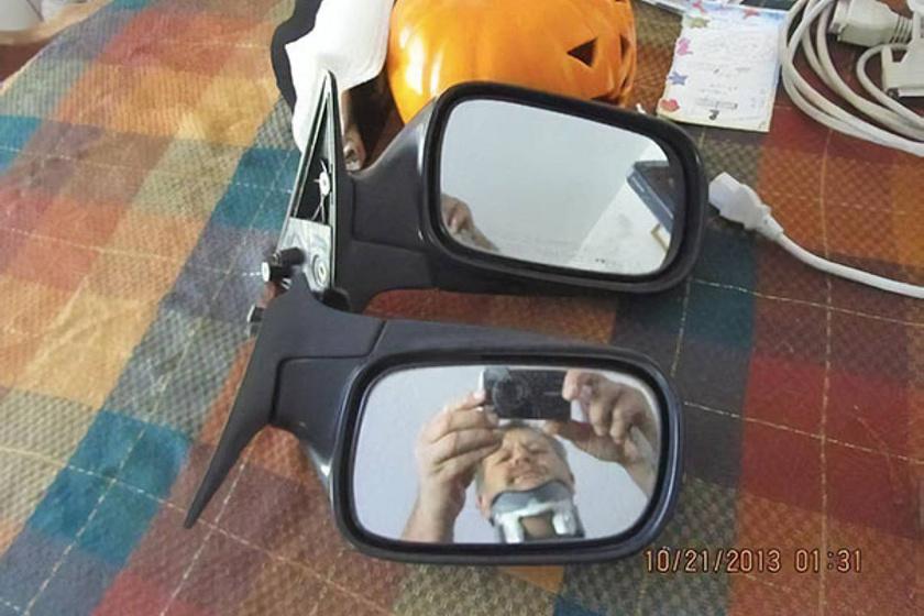 Az interneten akarta eladni a tükröt: valami nagyon vicces látszott benne