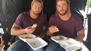 Chris Hemsworth és a dublőre egészen fantasztikus közös fotókat készítenek