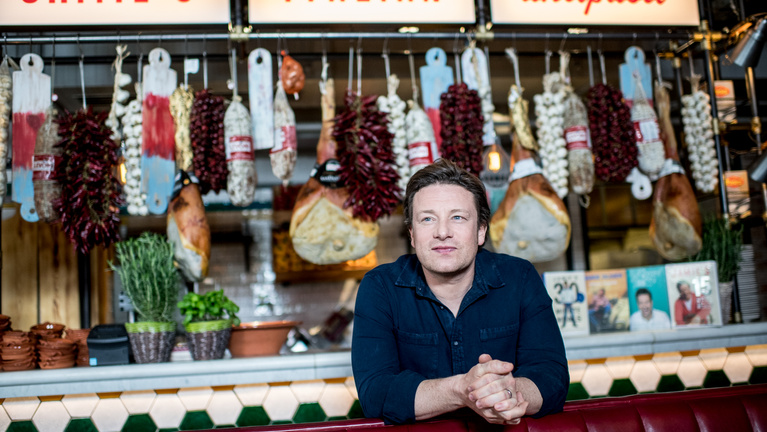 Jamie Oliver főzni és bevásárolni tanítaná a gyerekeket