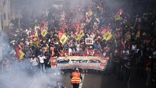 Harcot hirdettek a francia szakszervezetek