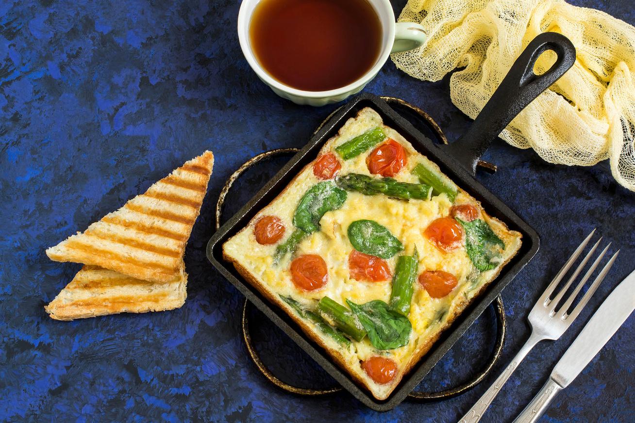Sajtos, zöldséges frittata: kenyér nélkül is eltelít délig