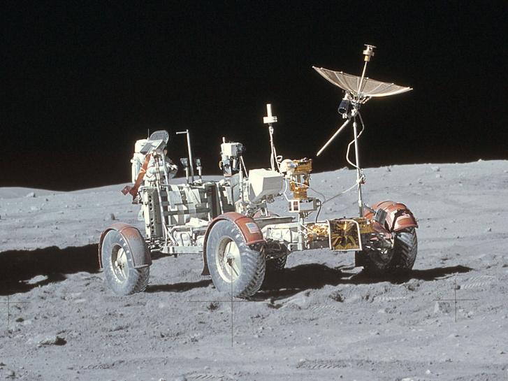 Így néz ki egy szép színes, közeli fotón a holdautó