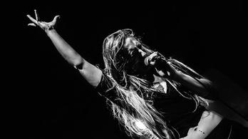 Extrákkal teli koncertre hív a friss Fonogram-díjas Meszecsinka