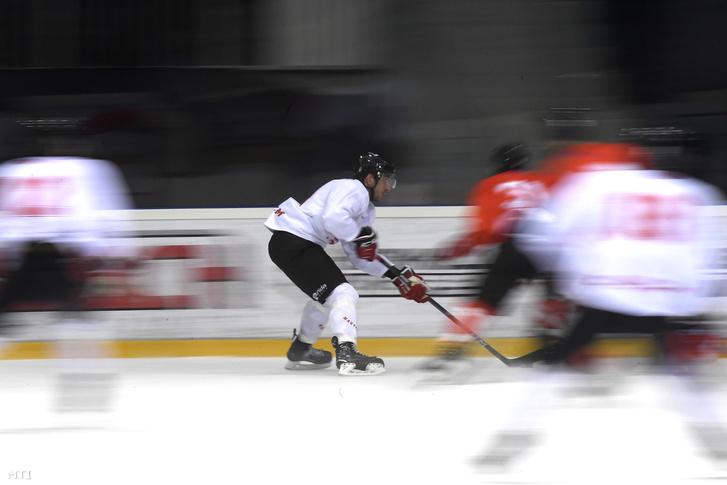 Sofron István, a jégkorong-válogatott tagja a csapat edzésén a budapesti Tüskecsarnokban 2018. március 22-én.