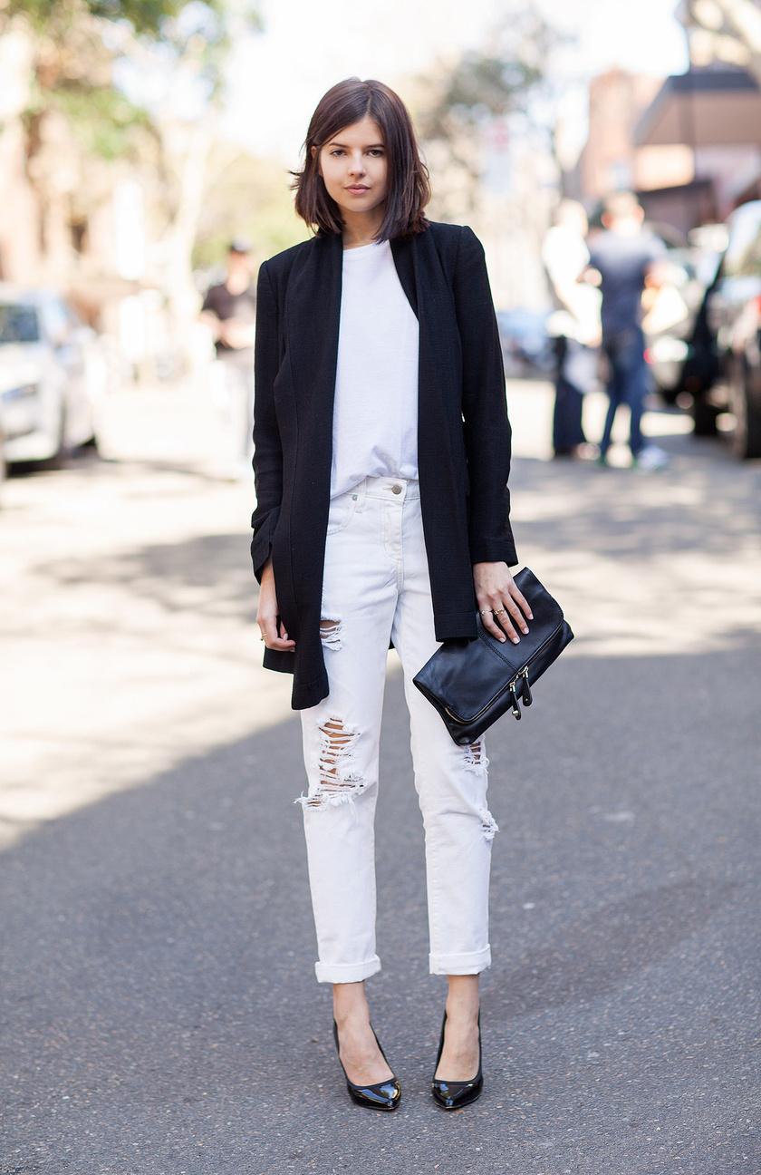 Elegáns és határozott megjelenést kölcsönöz, ha fehér pólóval, fekete blézerrel és kiegészítőkkel párosítod. Extra stílusos hatást ad ez a kontraszt.