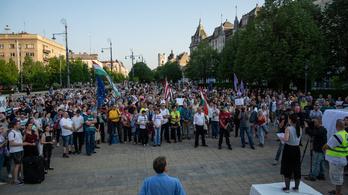 Országszerte tüntettek a kormány ellen