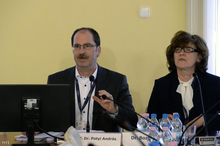 Patyi András, a Nemzeti Választási Bizottság (NVB) elnöke és Bozsóki Éva, az NVB elnökhelyettese.