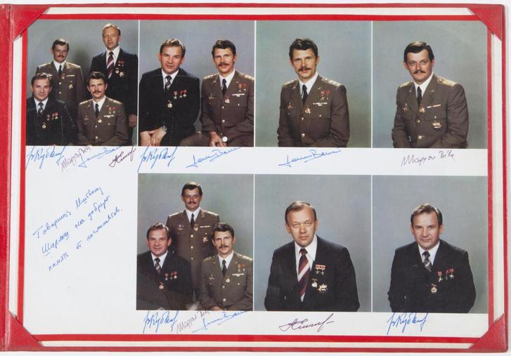 A Szojuz–36 kiképzett űrhajósai, fölső sor, jobb szélen Magyari, mellette Farkas