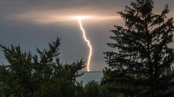 11 megyére adtak ki figyelmeztetést a közelgő vihar miatt