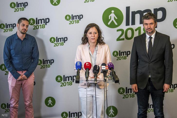 Ungár Péter, Szél Bernadett és Hadházy Ákos sajtótájékoztatója az Országgyűlés Irodaházában miután pártja kezdeményezésére tárgyalóasztalhoz ültek a Jobbik az MSZP az LMP a DK és a Párbeszéd politikusai 2018. április 23-án.