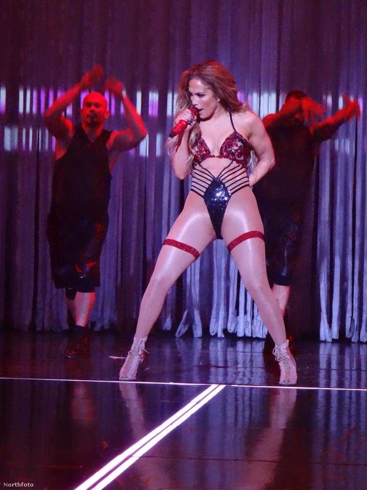 Most csak úgy idetesszük, hogy Jennifer Lopez 1969-ben született, azaz jelenleg 48 éves