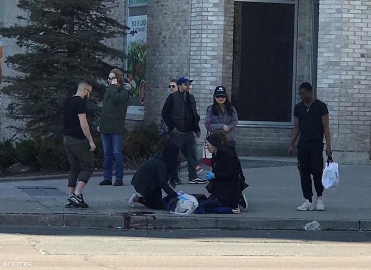 Sérültet látnak el Torontóban
