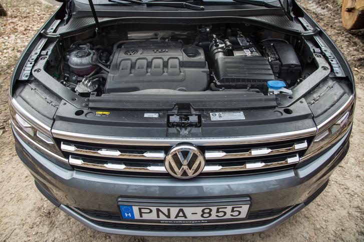 190 lóerő, 400 Nm nyomaték - ennyi azért kell egy ekkora autóhoz