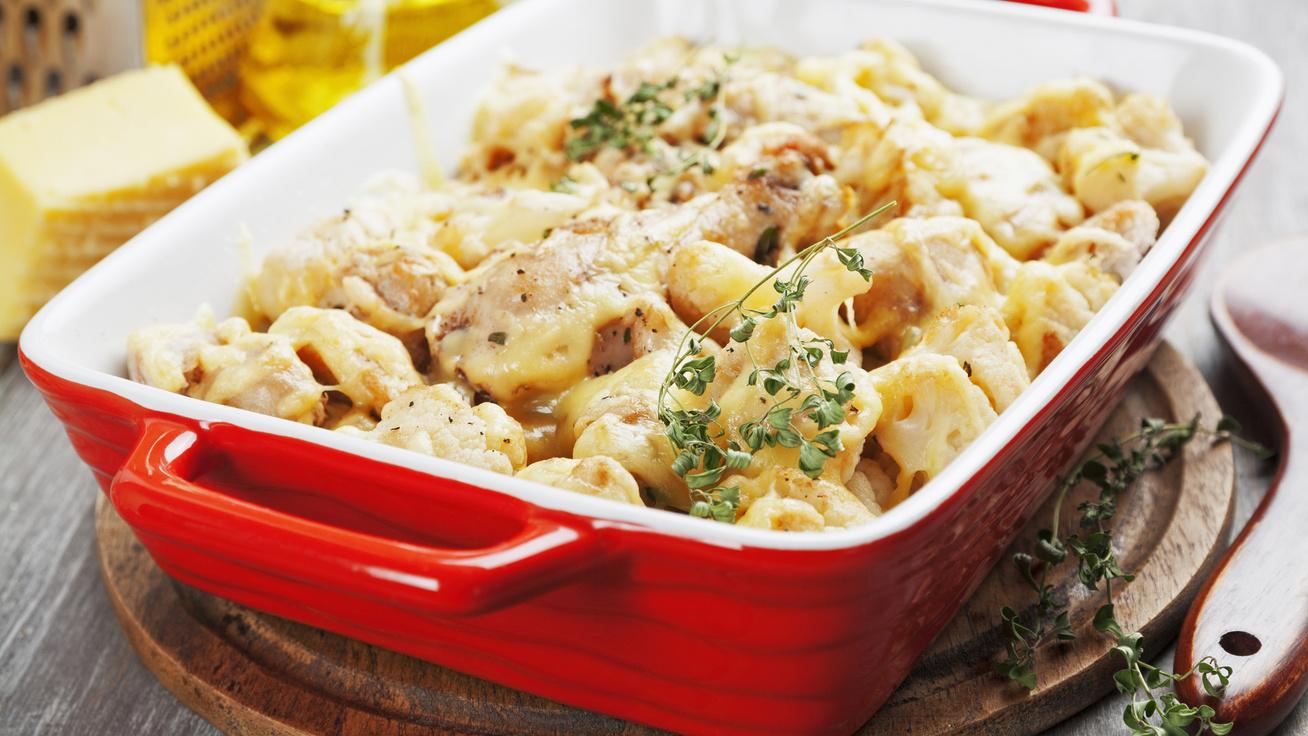 Karfiollal sült, fűszeres csirke: egy nagy tányérral sincs 300 kalória
