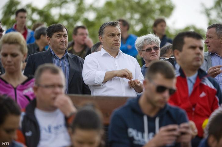 Mészáros Lőrinc és Orbán Viktor a Puskás Akadémia-Kaposvári Rákóczi II mérkőzésen Felcsúton, 2013. május 11-én