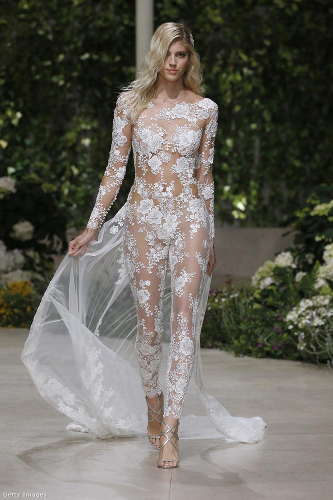 Ezt a kollekciót híres modellek mutatták be, ő például Devon Windsor, és a haja nincs menyasszonyosan feltűzve, dehát persze egy ilyen ruhában ki az, aki a menyasszony haját nézi?!
