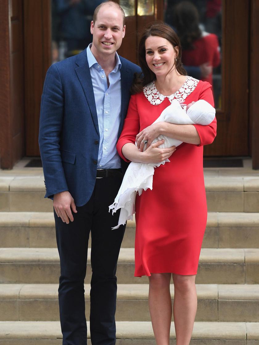 Katalin hercegné ezúttal is kedvenc tervezőjétől választott: Jenny Packham neki készítette ezt a piros ruhát.