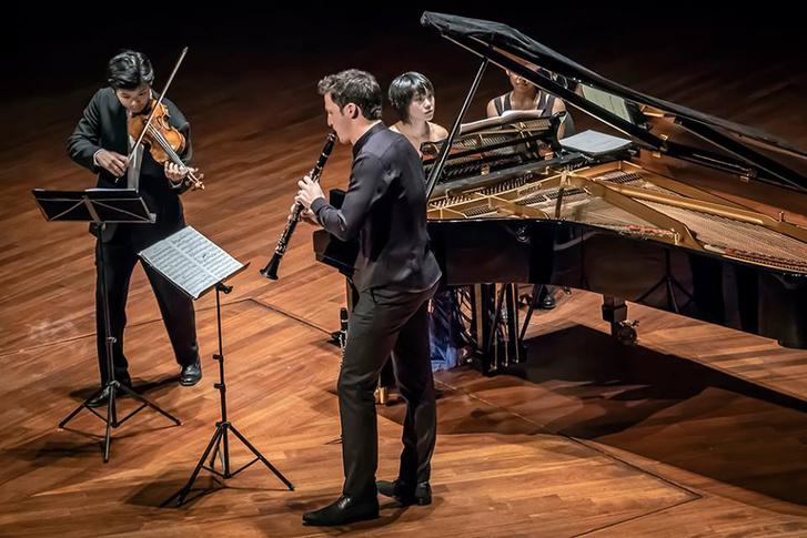 Yuja Wang (zongora), Daishin Kashimoto (hegedű) és Andreas Ottensamer (klarinét)