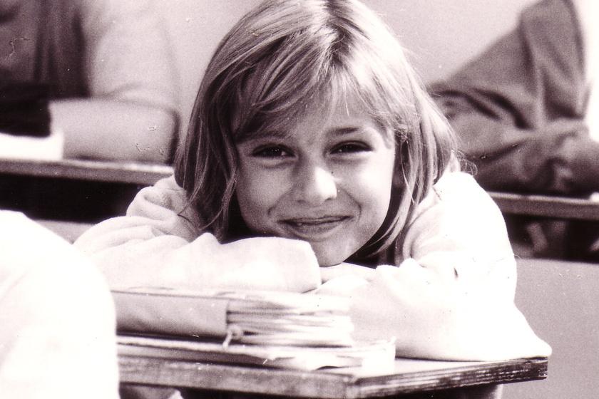 A Kölyökidőben ő volt a leghuncutabb szőke kislány - Így néz ki ma Lass Bea