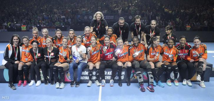 Az ezüstérmes Érd csapata a Magyar Kupa döntőjében játszott Győri Audi ETO KC - Érd HC mérkőzés után a Papp László Budapest Sportarénában 2018. április 1-jén. A Győri 13. alkalommal nyerte meg a Magyar Kupát, miután 27-23-ra legyőzte az Érd HC csapatát.
