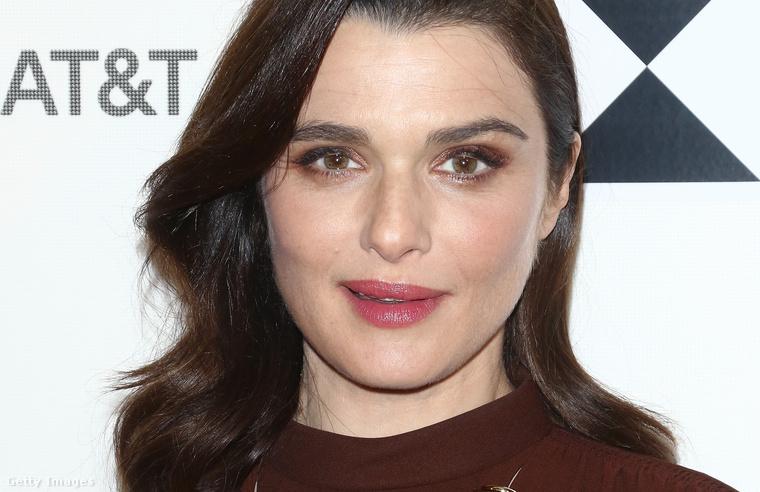 A színésznő egyébként azt mondta legutóbb, hogy a terhességnek köszönheti a csillogó arcbőrét, amit most közelről is megtekinthet
