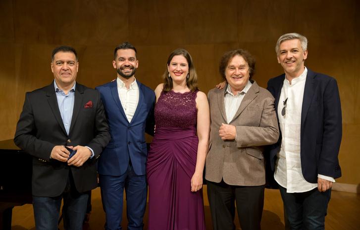 A nyertesek és a zsűri tagjai. Balról jobbra: Rivadeneira Xavier, Ricardo Panela, Katharine Dain, Michael Meissner és Alföldi Róbert