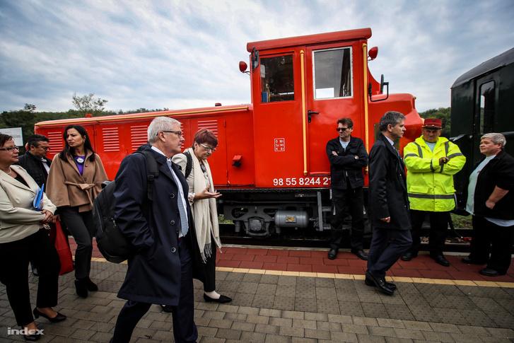 Az EU költségvetési bizottságának ellenőrei a felcsúti kisvasútnál 2017 szeptemberében