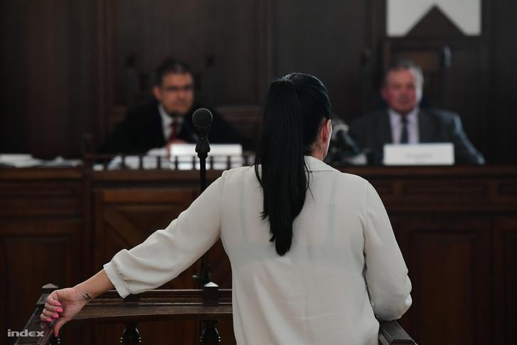 A bíróság meghallgatja a tanút
