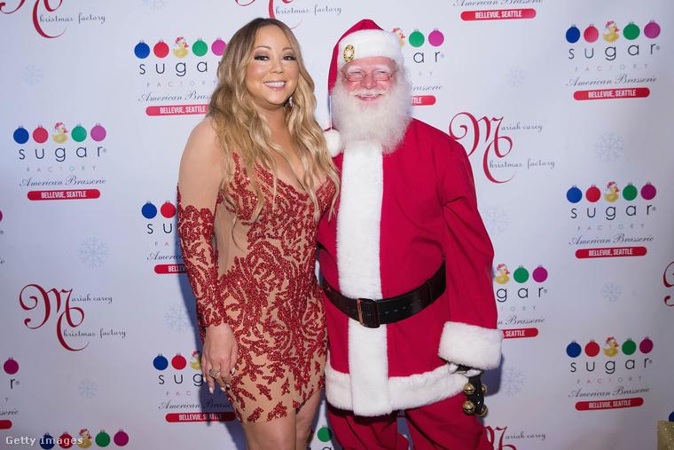 Így festett Mariah Carey 2017 szeptemberében (a mikulás ne tévessze meg, tényleg ősszel készült a fotó)