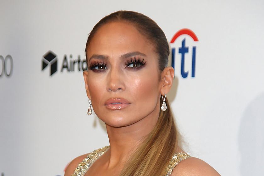 Jennifer Lopez őrülten szexi estélyit húzott - Csoda, hogy nem villantott benne